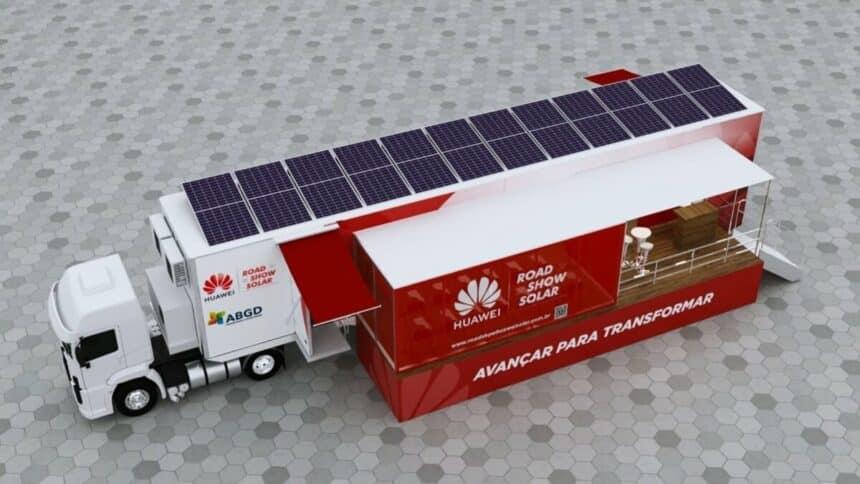 RoadShow Huawei Solar possui 12 placas fotovoltaicas e é um exemplo de energia solar