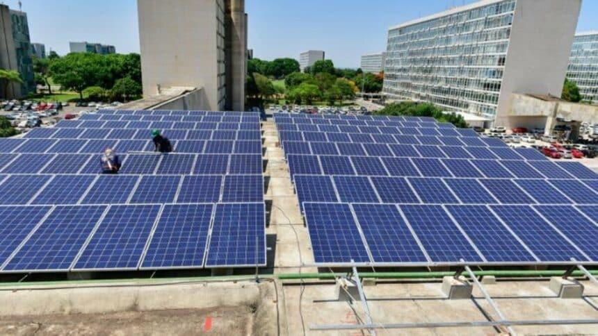 Energia renovável no Brasil, seja energia eólica ou solar, vem crescendo cada dia mais