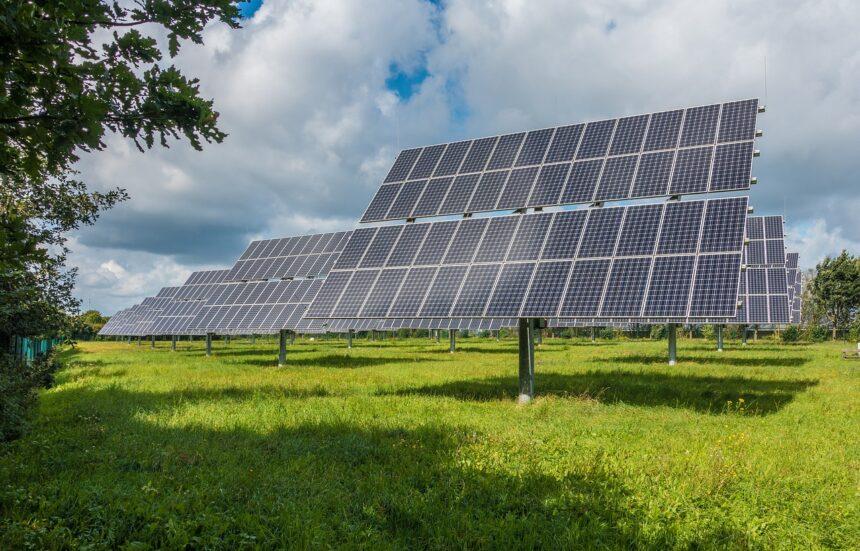 Caso o Senado aprove o marco regulatório, os próximos meses a energia solar estará em alta, resultando uma demanda de painéis fotovoltaicos e dando oportunidades para que vagas de emprego possam surgir