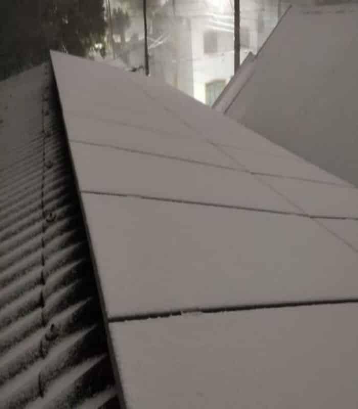 Painel solar mesmo coberto com neve, continua com energia no Rio Grande do Sul